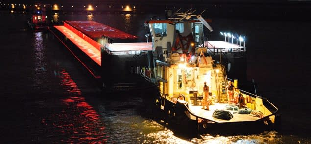 thames tug night
